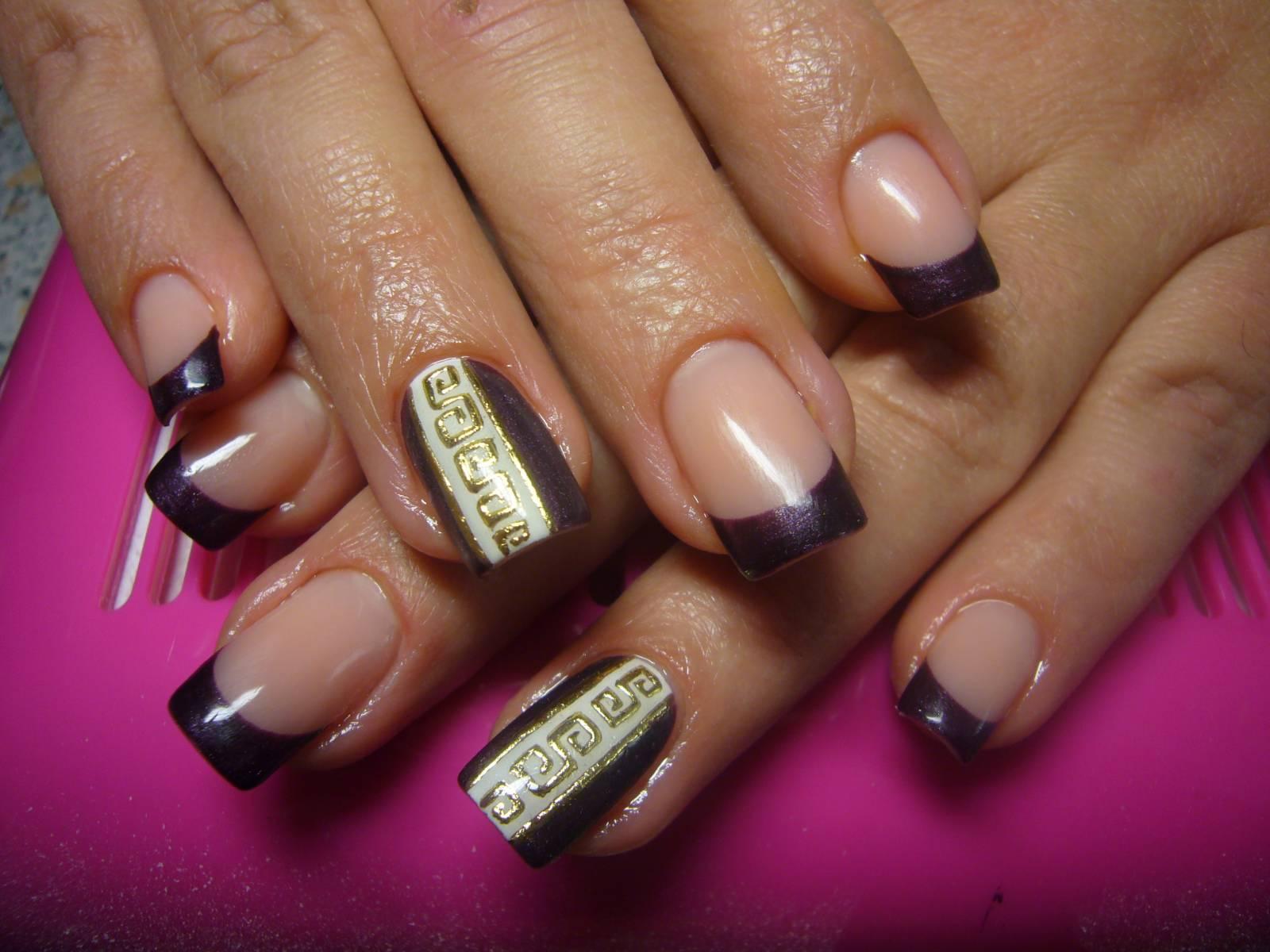 Дизайн ногтей с серебряным лаком фото