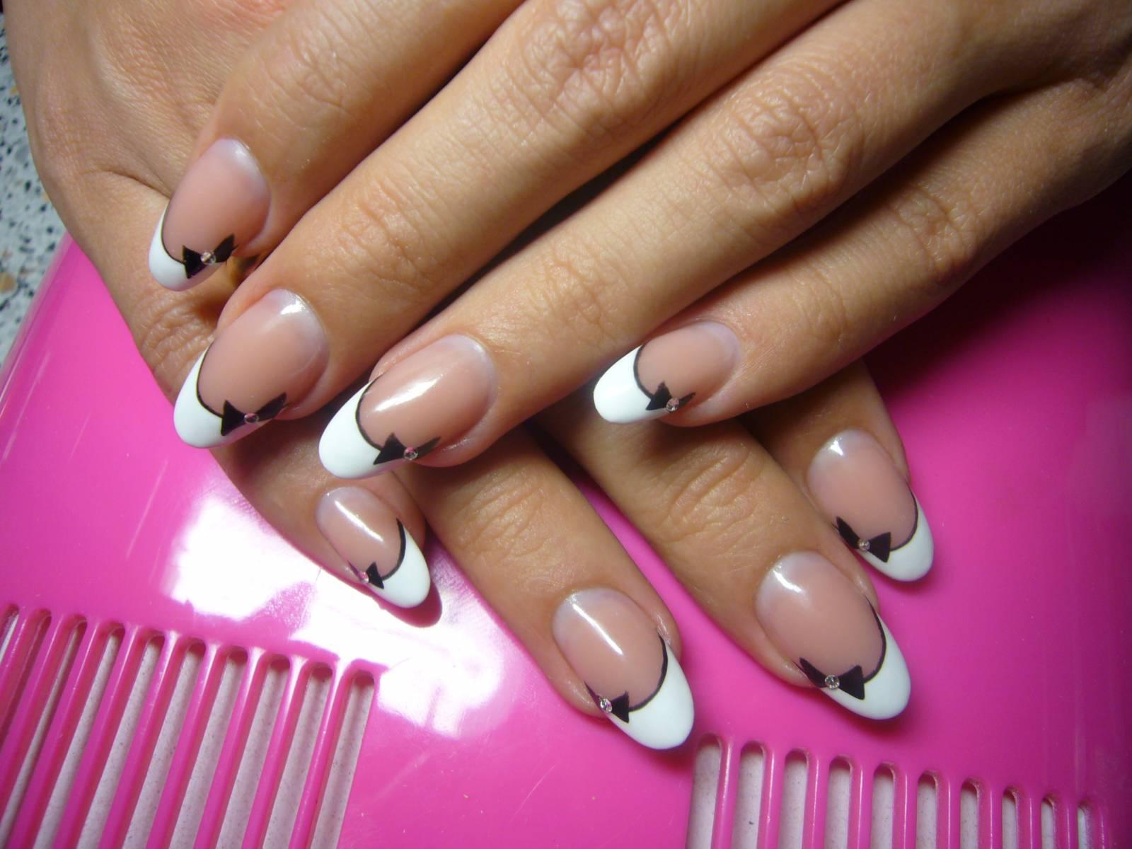 Фото дизайна ногтей френч с бантиками